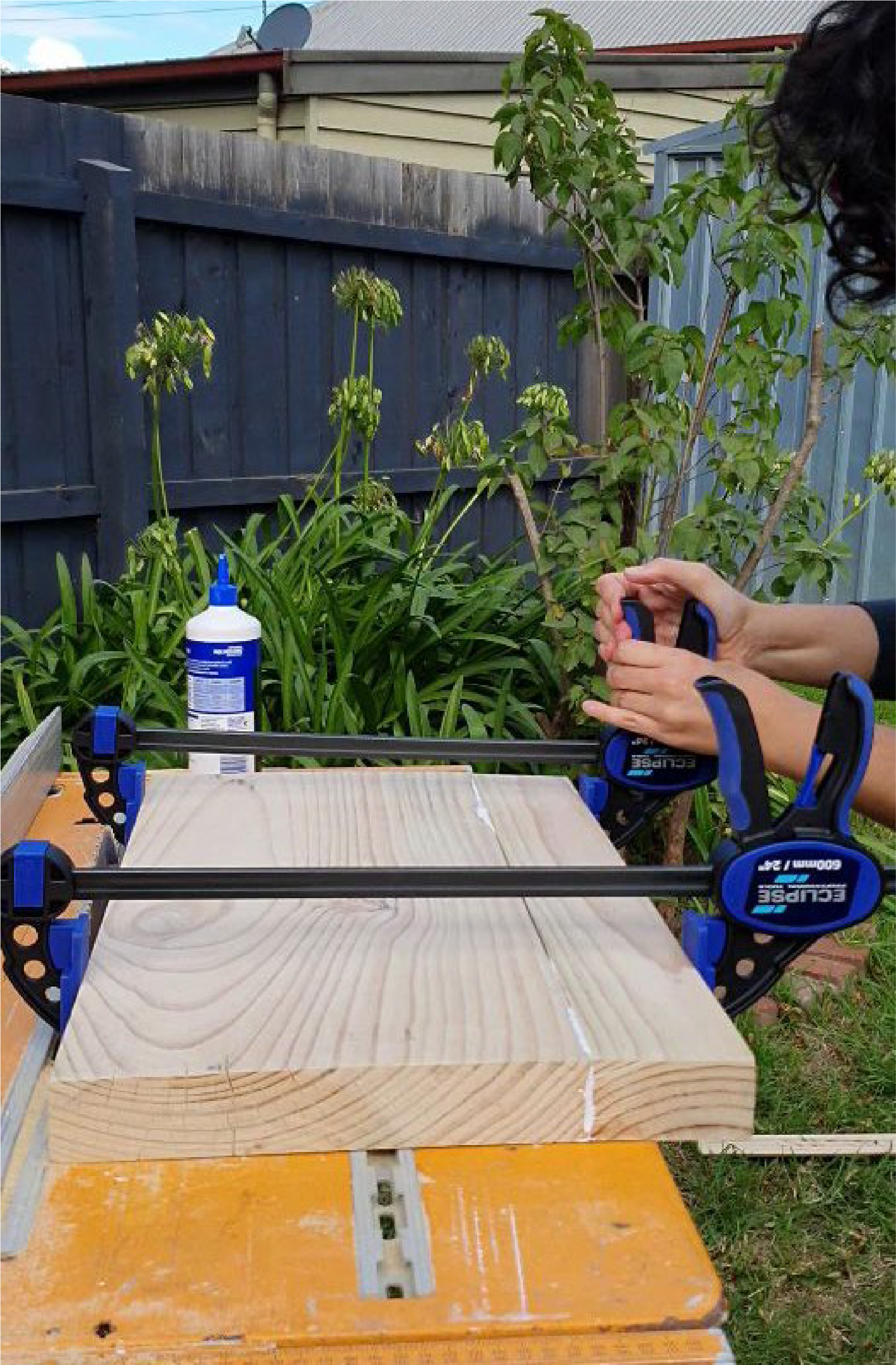 7-how-to-build-a-laptop-table-glue-it-2